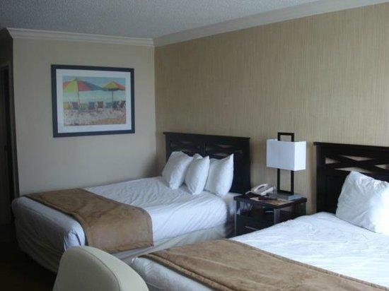 Econo Lodge Inn & Suites: Apto bem confortável se não fosse pelo barulho
