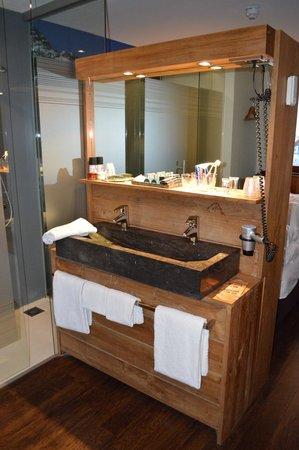 Hotel SnowWorld Landgraaf: Coin salle de bains