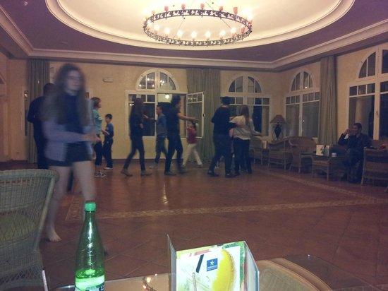 Medina Belisaire & Thalasso: Evening entertainment for children