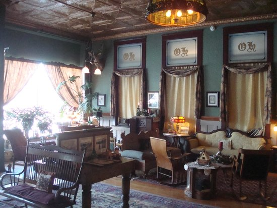 The Historic Occidental Hotel & Saloon and The Virginian Restaurant: Lobby