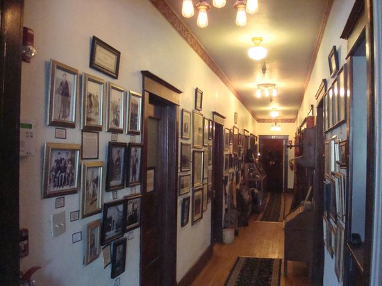 The Historic Occidental Hotel & Saloon and The Virginian Restaurant: Hallway