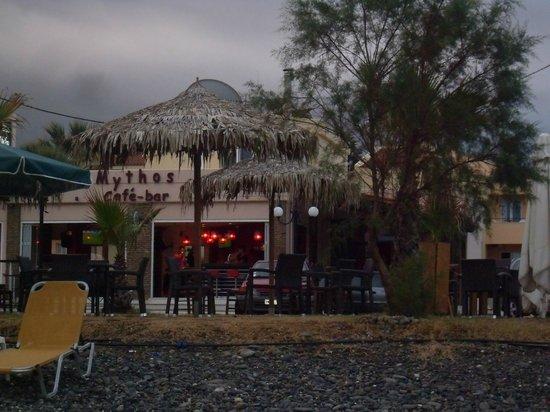 Hotel Mythos Beach: Le nuvole... k al contrario dell'Italia, non portano acqua!