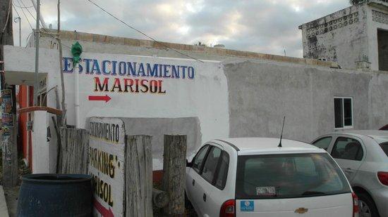 Hotel Puerto Holbox: estacionamiento donde puedes dejar tu carro, cobran 50 pesos