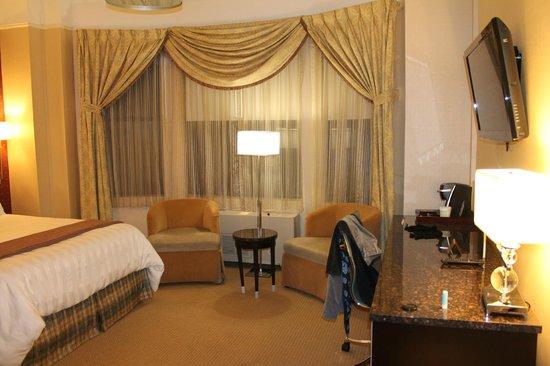 Hotel Metro: Chambre (coin salon)