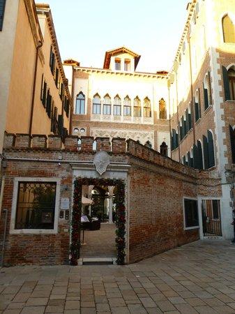 SINA Centurion Palace: Centurion Palace Straßeneingang