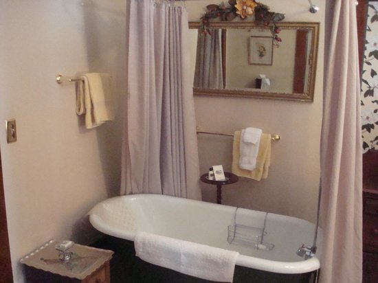 The Historic Occidental Hotel & Saloon and The Virginian Restaurant: Bathroom