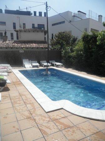 Apartamentos AR Caribe: Picture of Poolside