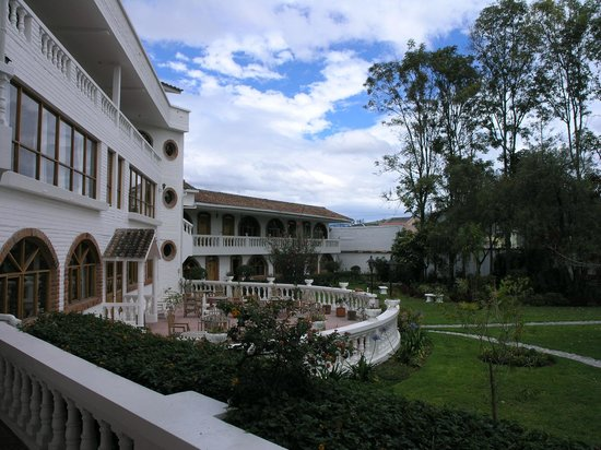 La Posada del Quinde: View of Courtyard/hotel