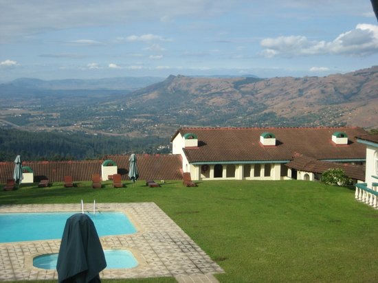 Mountain Inn: Pool and the view