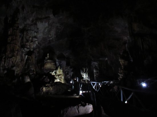 Erawan Cave: Dark shot of the caves