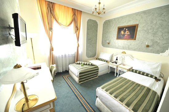 Business twin room picture of queen 39 s astoria design for Design hotel queen astoria