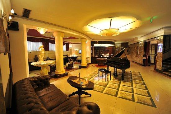 Queen's Astoria Design Hotel : Queens Astoria Design Hotel lobby