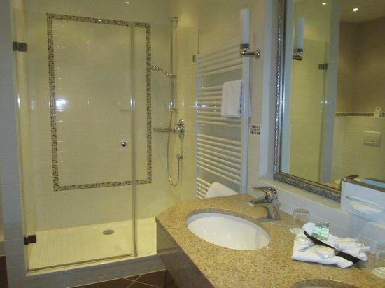 Romantik Hotel Kieler Kaufmann: Tolle große Regendusche Zimmer 230