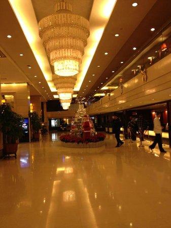 โรงแรมเซ็นจูรี่ พลาซ่า: lobby
