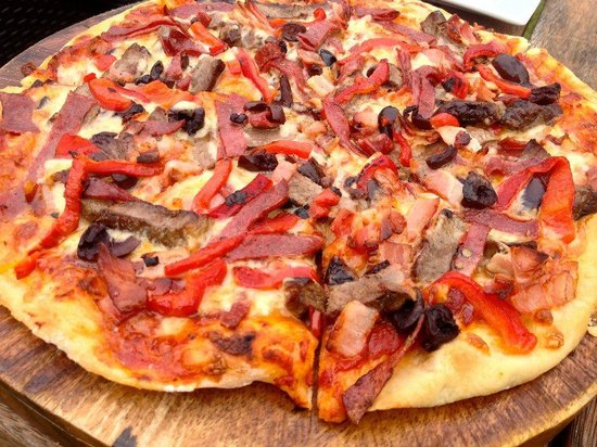 Wild on Waiheke: Meat pizza