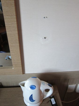 Central Hotel Suwon: Random holes all over the walls