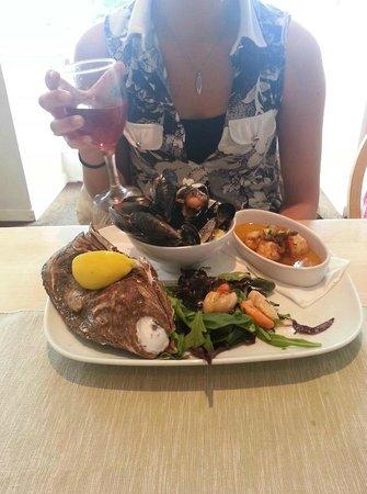 Cafe at Kilcreggan: Kilcreggan Cafe- Shellfish platter special.