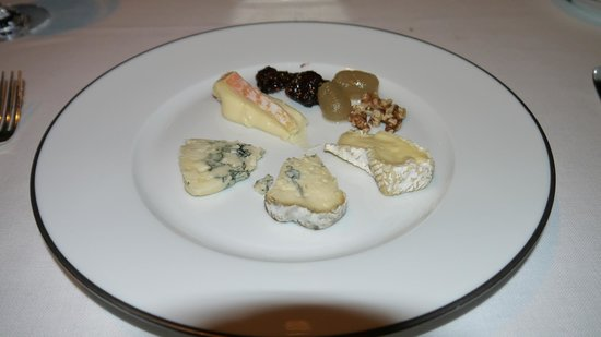 Tables Grill at Grand Hyatt Erawan Hotel: French cheese platter at the end