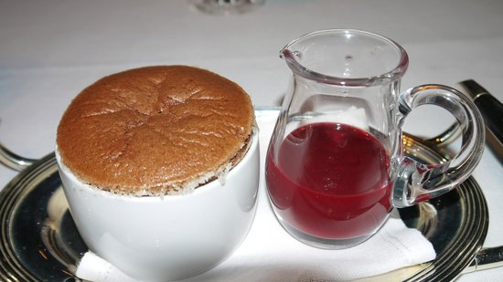 Tables Grill at Grand Hyatt Erawan Hotel: Chocolate Souffle with Raspberry sauce