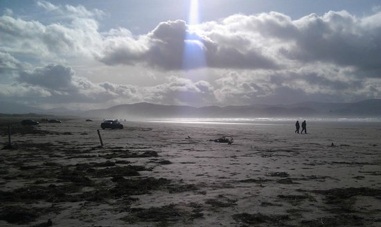 Photo of the cars parked on Inch Beach