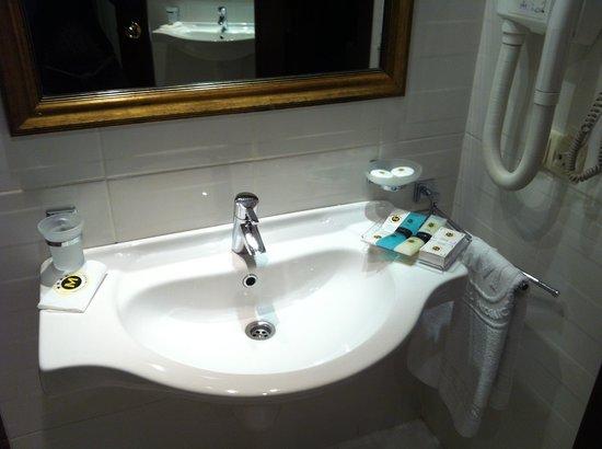 Hotel Mosaic: Salle de bain