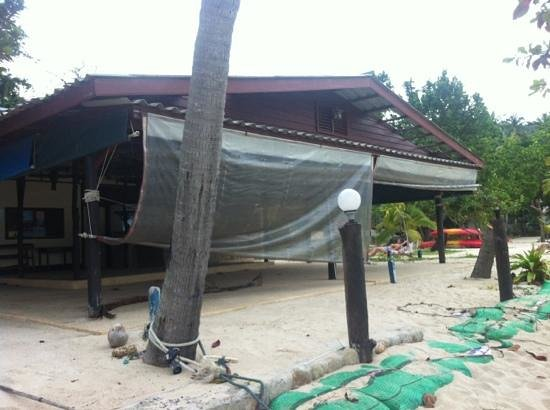 Thongtapan Resort: beach bar ?
