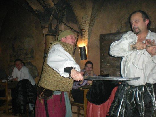 Stredoveka Krcma (Medieval Tavern) : Swords fight