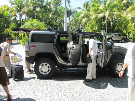 One & Only Palmilla: Hummer transportation is a must!