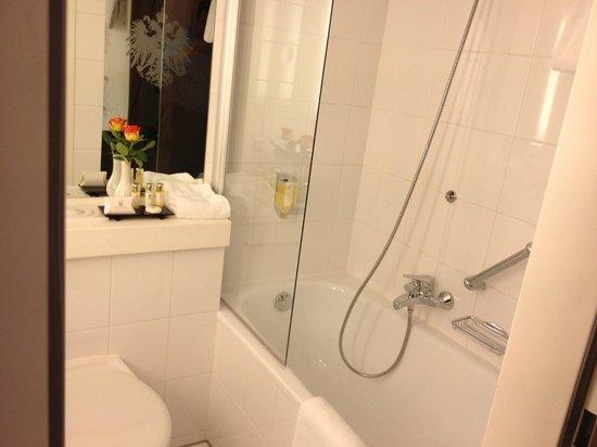 Best Western Premier Grand Hotel Russischer Hof : bathroom