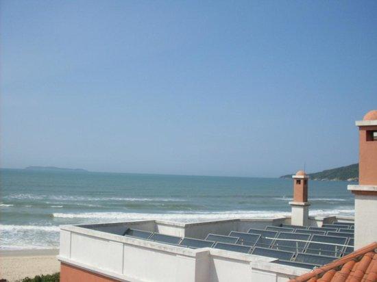 Pousada Tortuga: Vista da praia na piscina da cobertura