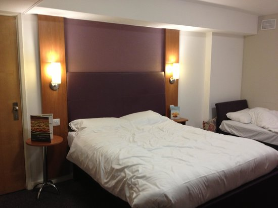 Premier Inn Bradford Central Hotel: Our room
