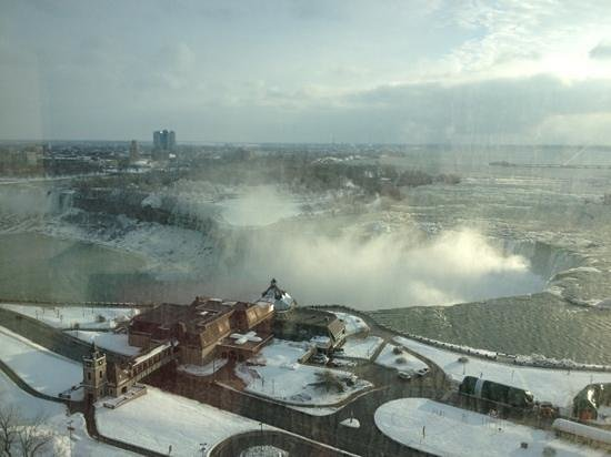Niagara Falls Marriott Fallsview Hotel & Spa: view of the falls from our room on the 22nd floor.