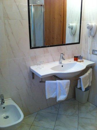 Ingram Hotel: Bagno Camera 404