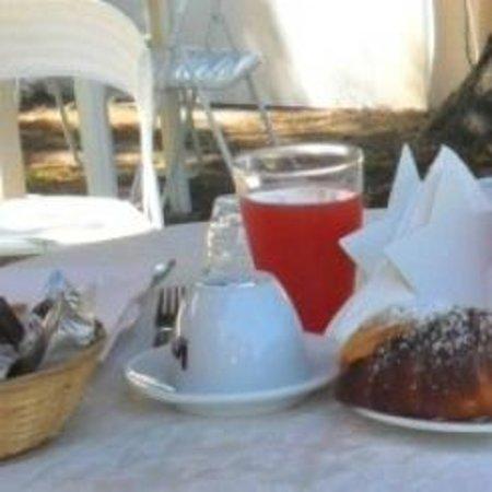 B&B La Stella di Naxos: colazione in giardino