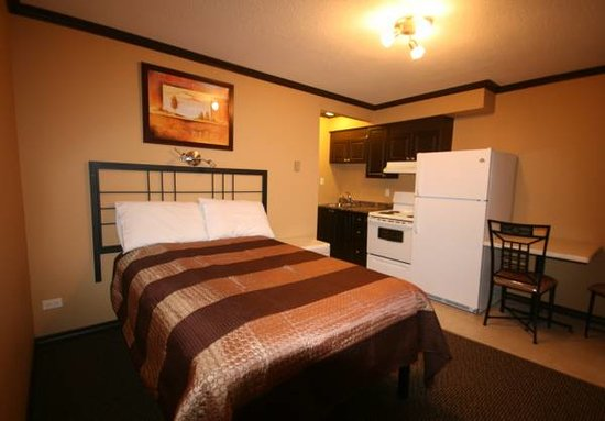 Lakeside Villa Inn & Suites: Double and Kitchenette