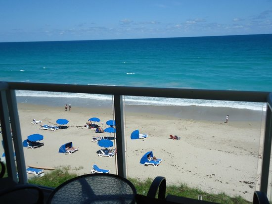 Courtyard Hutchinson Island Oceanside/Jensen Beach: Beach, taken from balcony