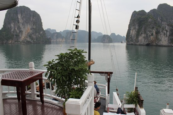Hanoi Elegance Ruby: Be sure to do Halong Bay Trip. Hotel can arrange