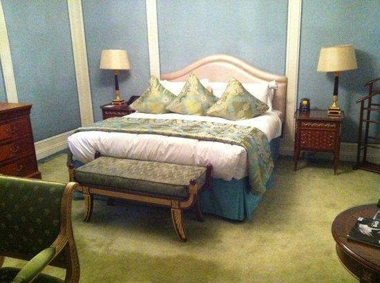 The Bentley London : Room/suite 704