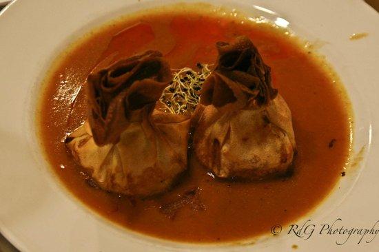 Restaurante Olarizu Vitoria: Saquitos crujientes de marisco con salsa de langostinos y aceite de su coral