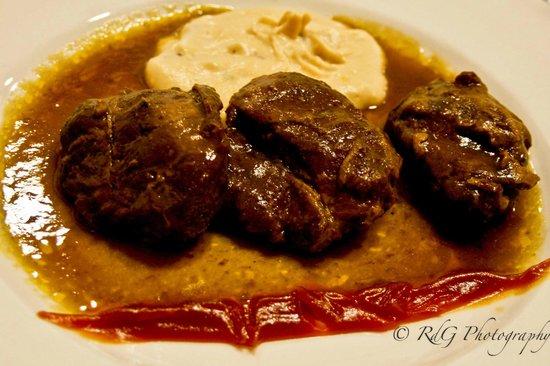 Restaurante Olarizu Vitoria: Carrilleras de cerdo ibéricas lacadas con pure cremoso de hongos y mermelada de calabaza