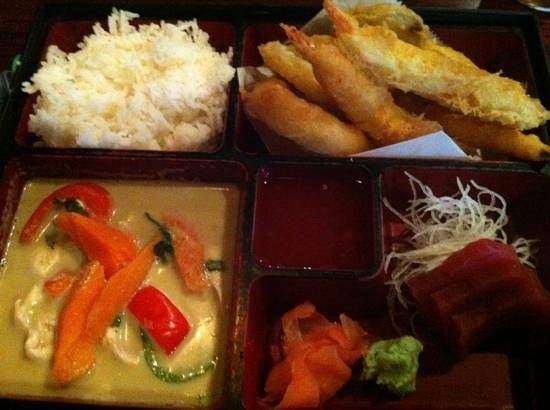 Thai Samurai Restaraunt: thai Samurai box lunch!