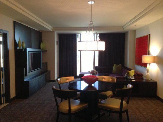 Red Rock Casino Resort & Spa: Suite living room