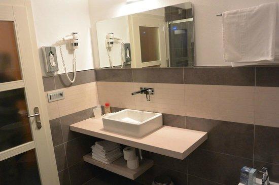 Hotel Cristallo: bagno