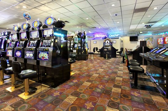 Diamonds Casino: The Casino Floor