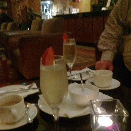 Hamlet Court Hotel: Champagne
