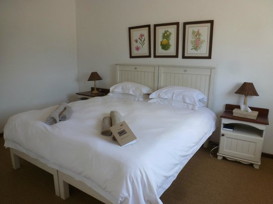 De Hoop Collection Nature Reserve: Main bedroom in Steenbok cottage for 4-5 people
