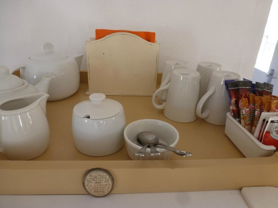 De Hoop Collection Nature Reserve: Tea and coffee set up amenities in Steenbok cottage