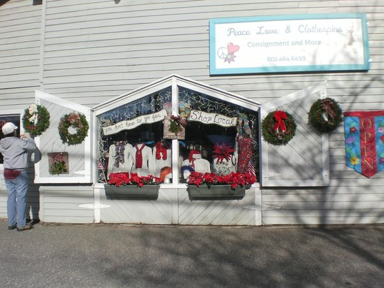 Clothespins Consignment Boutique: Merry & Bright