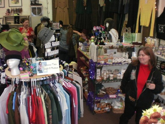 Clothespins Consignment Boutique: Shopping local just makes sense...