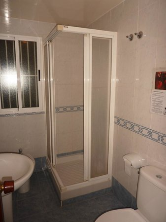 Hostal AB: Bathroom